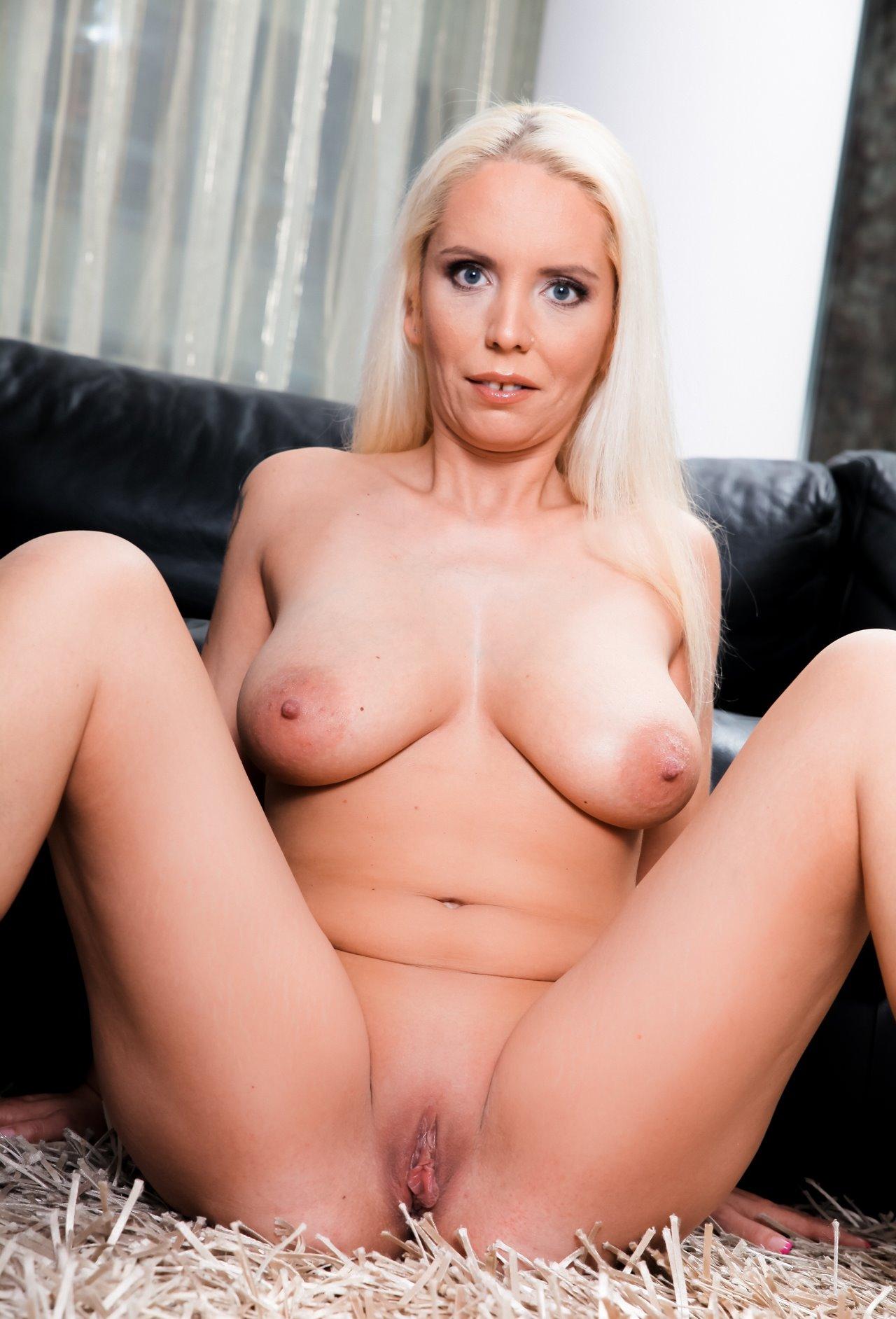 Darcie belle gets fucked during her massage 2